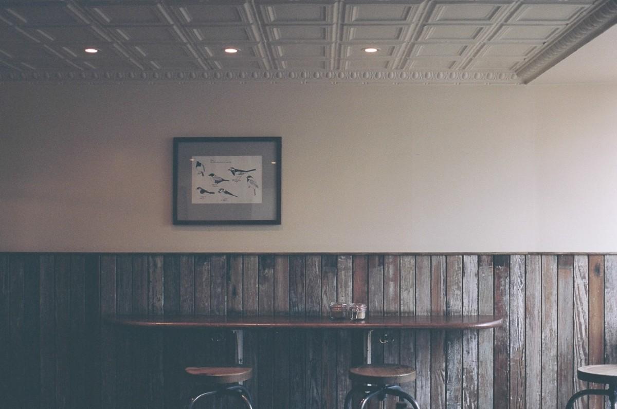 Видео: как сделать потолок панелями