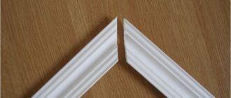 Как сделать угол потолочного плинтуса