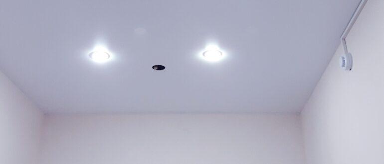 Видео: как обойти трубу натяжным потолком