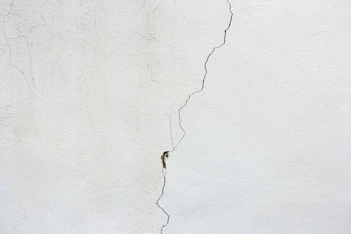 Ликвидация трещин на потолке